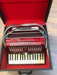 WAS £500 NOW 22% OFF – PARROT PIANO ACCORDION IN AS NEW CONDITION