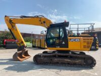 YEAR 2015 JCB JS220LC (8661 hours)
