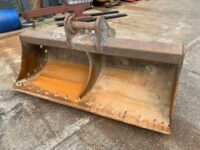 USED 7ft grading bucket to suit 20 tons excavator